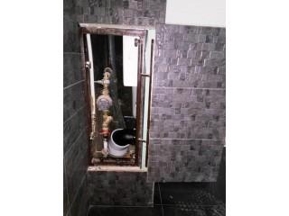 Сдвижной люк под плитку под ванной